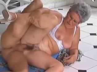 Barbacoa y follada con mi abuelita