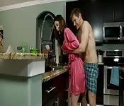 Sexo mañanero con mi caliente madrastra