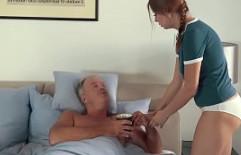 Abuelo enfermo se recupera tras metérsela a su guapa nieta