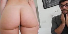Daisy Stone usa su pedazo de culo para seducir a su hermanastro