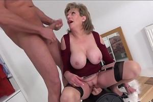 Disfruto de mamadas con mi tía mientras se masturba