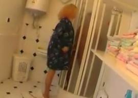 Interrumpí la ducha de mi padrastro
