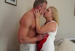Sexo duro para la zorra de mi suegra sin que nadie nos pille