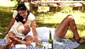 Tras el picnic con su abuelo, le dejó rellenar su chochito de lefa