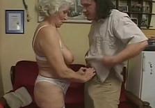 Tras un baile sensual, se la meto a la zorra de mi abuela